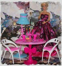 Mobilier Table Chaises Lampe Vaisselle Salle à Manger Poupée Barbie Mannequin R