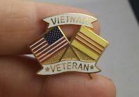 Vintage VIETNAM VETERAN USA dual flag pin pinback button lapel *kk