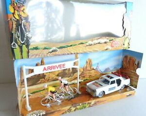 rare COFALU diorama tour de France peugeot 404 et cycliste Bon Etat Boite 1/43