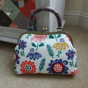 Handmade women's floral design handbag purse bag tote bag with wooden handle