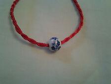 Fait main rouge Chinois Knot Bracelet avec Bleu Porcelaine Perle Décoration