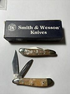 Lot of Two Smith & Wesson Pocket Knives Texas Hold Em Peanut Pearl Handle 01-194