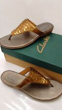 Clarks Bendables Womens Sandals Gold Size 6 Medium with box