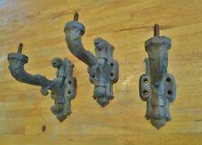 3 anciens gros supports/ fixations en fonte avec vis pour radiateur ou autre