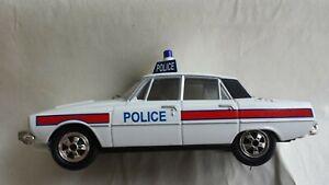 Vanguards VA06503 Rover 3500 V8 Hampshire Constabulary 1:43