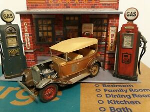 Hubley Vintage Ford A Phaeton 1/20 Built Metal Model Kit Barn Find In Chicken Cp