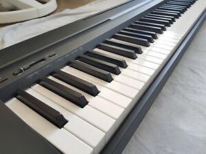 Yamaha Digital Piano P-45b - E-Piano inkl. Standfuß und Klavierhocker