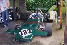 PHOTO  JOHN HEWETT'S 1971 F5000 MCLAREN M18 #500-04 SHELSLEY WALSH 22.8.10 WAITS