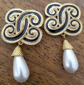 Vintage Signed EDGAR BEREBI Engraved Goldtone Black Enamel Clip Earrings !Read!