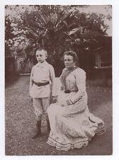 PHOTO ANCIENNE Mère et enfant Garçon Fils Jardin Femme assise Vers 1900 Main