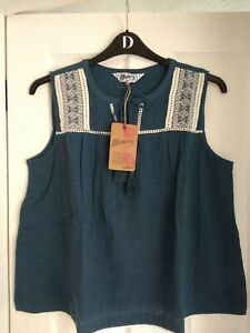 MANTARAY BLUE CHEESECLOTH EMBROIDERED SLEEVELESS TOP. UK 22, EUR 48-50. BNWT