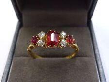 Anelli di lusso con gemme rosse in oro giallo 18 carati