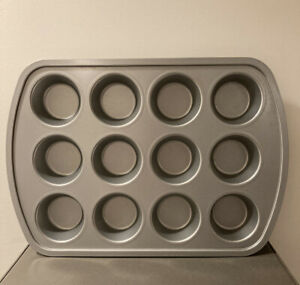 Crate & Barrel 12 Nonstick Muffin Baking Pan