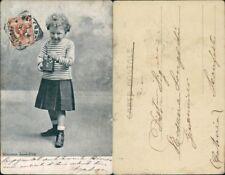 Cartolina fotografica con bambino che scatta una foto con macchina fotografica