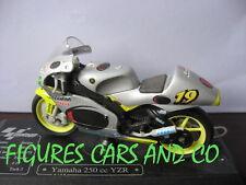 MOTO GP 1/18 YAMAHA 250 YZR O JACQUE  2000 MAJORETTE AVEC SOCLE D'EXPOSITION