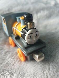 Thomas & Friends Take N Play Magnetic Train Engine DASH
