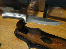 "HEN & ROOSTER HAS MADE A NEW LINE A 8 1/2"" 1 PIECE MOLDED FIXED BLADE WITH SHEAT"