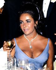 ELIZABETH TAYLOR @ THE 1970 ACADEMY AWARDS OSCARS  8X10 PUBLICITY PHOTO (ZZ-784)