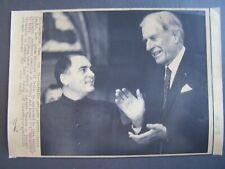 Ap Wire Press Photo 1987 John Kenneth Galbraith applauds Pajiv Gandhi India Pm