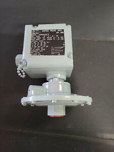"ITT Neo-Dyn 142P82C3443 Adjustable Pressure Switch   -40 to +40"" ""New"""