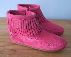 Girls Minnetonka Pink Suede Moccasin Narrow Ankle Boots - size 11 (EU 29.5)