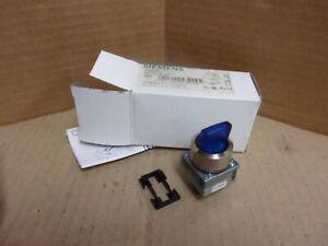 Siemens 3SB35 01-2A51 Blue Selector Switch , New