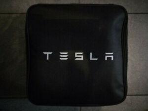 Tesla UMC 2.Gen. Inkl. CEE rot-Adapter + Schuko + CEE blau