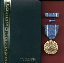 United Nations Award medal with ribbon bar and lapel pin complete cased set