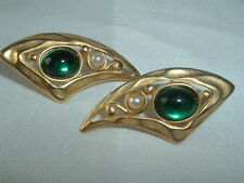 VINTAGE TAT FAUX PEARL & GREEN GLASS GEM PIERCED EARRINGS GOLD TONE
