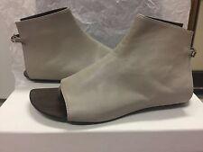 NIB Dusica Dusica Taupe Leather Thong Sandal Flats, 36/5.5