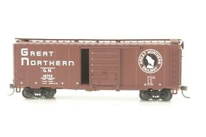 HO Walthers Great Northern (GN) 40' PS-1 Steel Boxcar, Superior Doors, Nkl Cplr