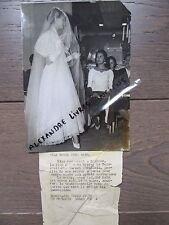 PHOTO DE PRESSE 1955 MISS MONDE CARMEN ZUBILLAGA CHEZ JACQUES FATH ROBE MARIEE