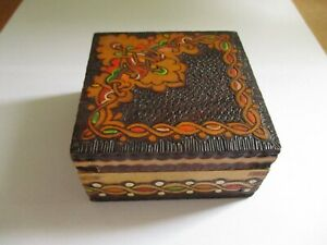 A Lovely Vintage? Wooden Decorative Trinket / Jewellery Box - Carved & Painted