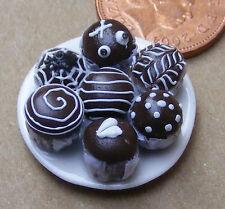 1:12 scala 7 assortiti Cup Cakes su una piastra DOLLS HOUSE miniatura Accessorio CC10
