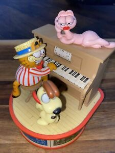 1980 GARFIELD & ODIE MUSIC BOX PLAYER PIANO PLAYS THE ENTERTAINER