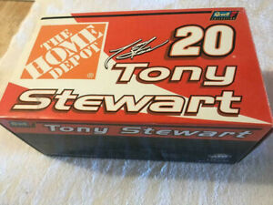 NEW in BOX '2000 Tony Stewart #20 Home Depot 1:24 Revell