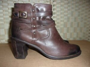 Clarks size 5.5 brown leather ankle boots.
