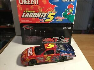 Die Cast Stock Car RCCA Action Collectables  Terry Labonte No 5 1:24 Boxed