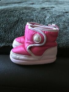 Crocs infant Kosmo boots. Size 2 baby boots.