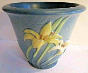 Roseville Zephyr Lily 672-5 Flower Pot Blue