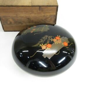 D1497: Japanese covered bowl KASHIKI of lacquer ware with very good MAKIE