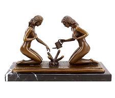 Erotik Bronze Skulptur - Sexy Gärtnerinnen beim Phallusgießen - signiert Milo