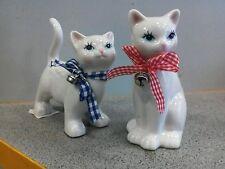 Katze Mini aus Porzellan mit Schleife und Glocke um den Hals 2 Stück Nr 616