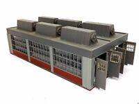 E-Lokschuppen lang 2-ständig mit Torautomatik BELEUCHTET Spur N D0367