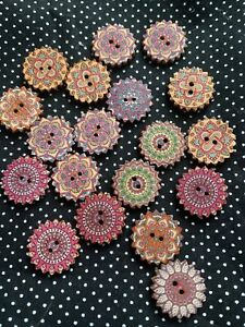 10x 25mm WOODEN ROUND BUTTONS