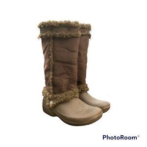 Crocs Nadia Boots 6W Women Brown Faux Suede Rubber Shearling Faux Fur Snow.