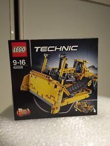 Lego Technic Bulldozer 42028 RETIRED (brand New)