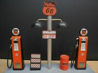 """ PHILLIPS 66 "" GAS PUMP ISLAND DISPLAY W/GAS PRICE SIGN, 1:18TH, (OLD STYLE)"
