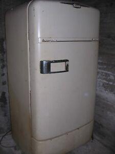 CROSLEY SHELVADOR vintage refrigerator, good condition, white, produced 1949-56