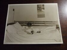 YOUNG GIRL USING A BENCH AS A BED, VTG ABSTRACT PHOTO - 8 X 10